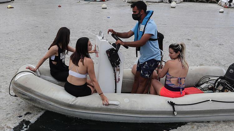 Kadıköy Kurbağlıdere ile sahilleri deniz salyası kapladı; ekipler temizlik çalışması yaptı 12 – 60be24fbadcdeb18b8036d16