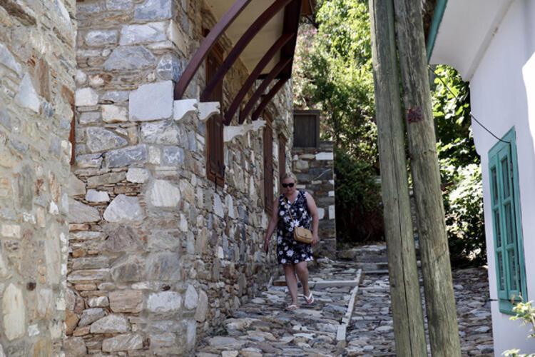 Aydın'daki Doğanbey Mahallesi, tarihi taş evleriyle ilgi görüyor