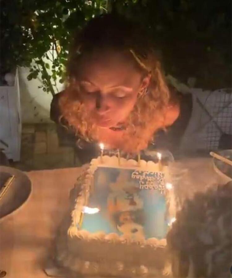 Nicole Richienin zor anları Doğum günü pastasını üflerken saçları tutuştu