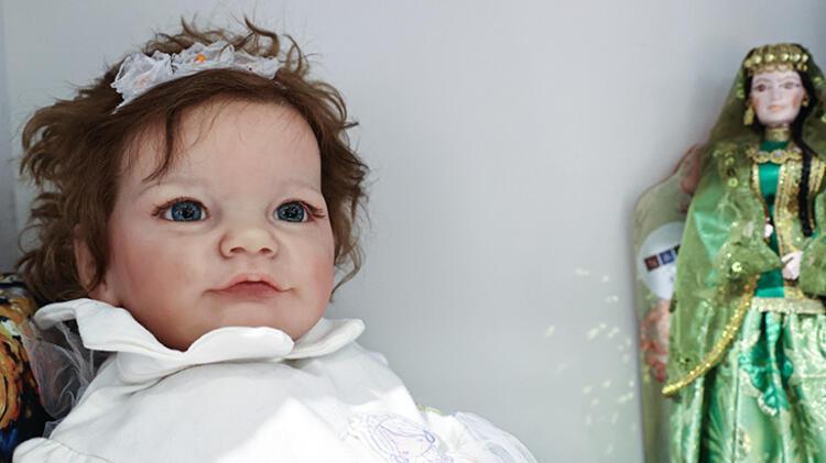 Gören ilk başta gerçek sanıyor İşte bu oyuncak bebeklerin en önemli özelliği...