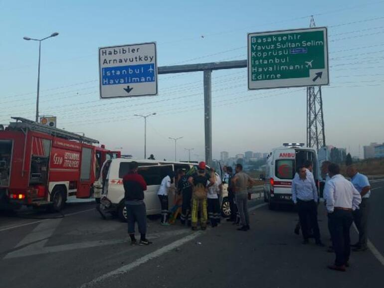Sultangazide İETT otobüsü minibüse çarptı