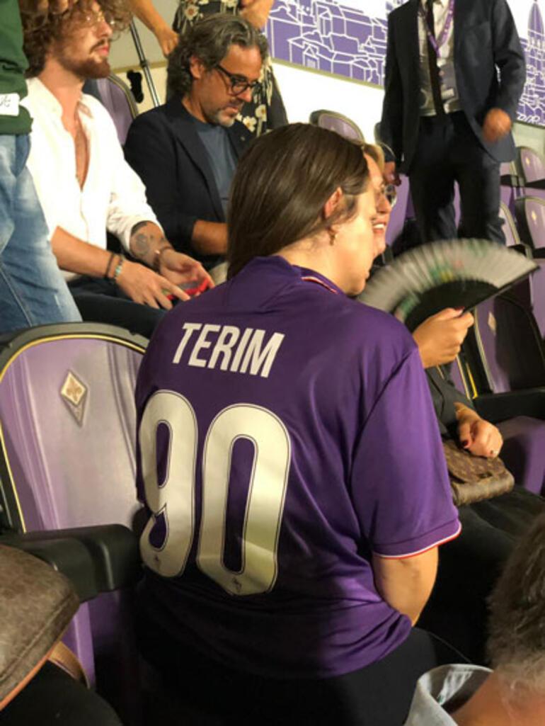 Merve Terim Çetin 20 yıllık forma ile maçı izledi