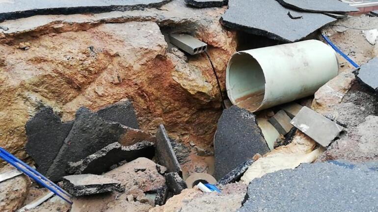 Kocaelinde yol çöktü, ev ve iş yerlerini su bastı