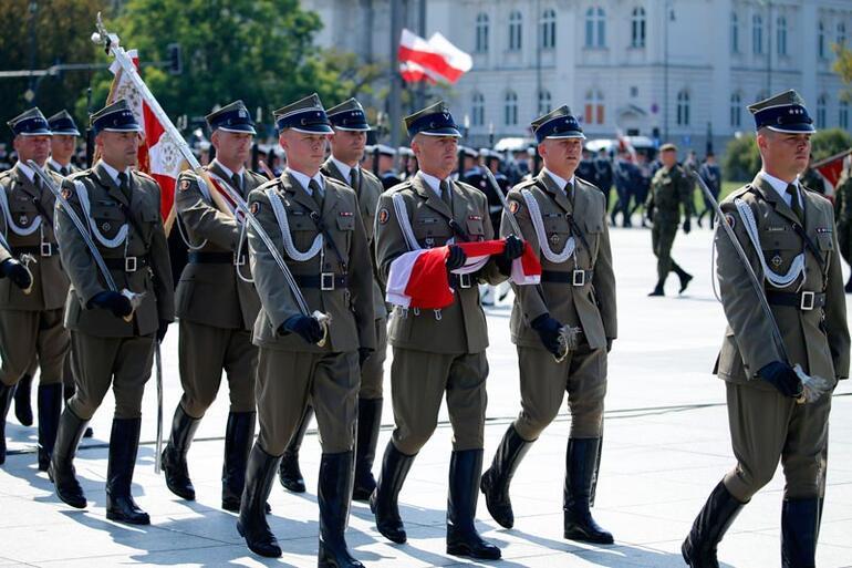 Cumhurbaşkanı Yardımcısı Oktay, İkinci Dünya Savaşı Anma Törenlerine katıldı