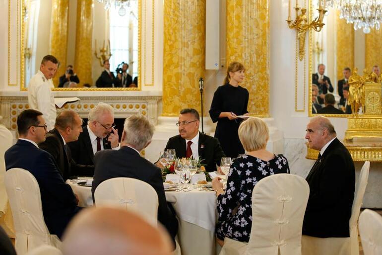 Cumhurbaşkanı Yardımcısı Oktay Varşovada Pence ile görüştü