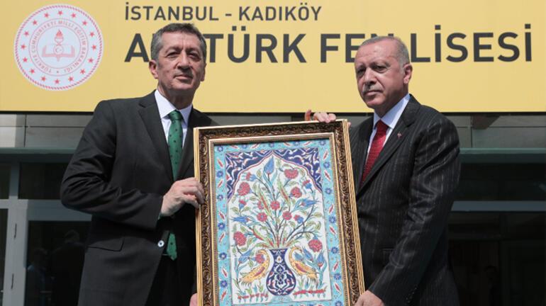 Cumhurbaşkanı Erdoğan öğrencilere seslendi: Buna izin vermeyin