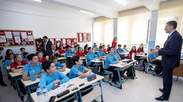 Bakan Gülden öğrencilere Hukuk ve Adalet dersi