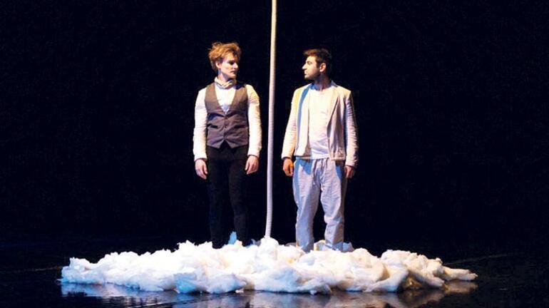 İstanbul'un iki yakasında tiyatro