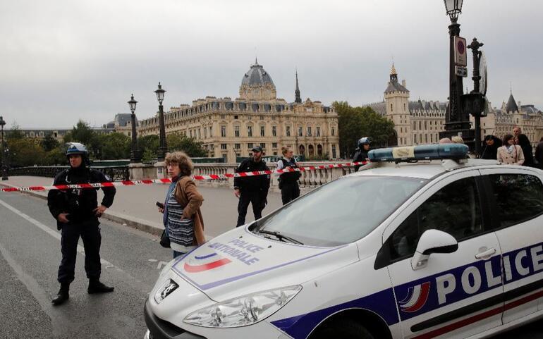 Son dakika... Pariste polislere saldırı