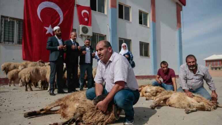 Milyonların kalbi Mehmetçik'le