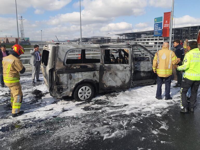 Sürücüsüz araç geri geri gidip polis otosunu yaktı Herkes bu soruyu merak ediyordu: Hasarı kim karşılayacak