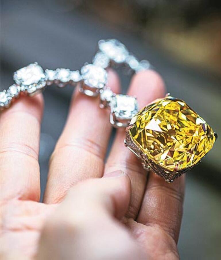 Lüks imparatoru mücevher avında