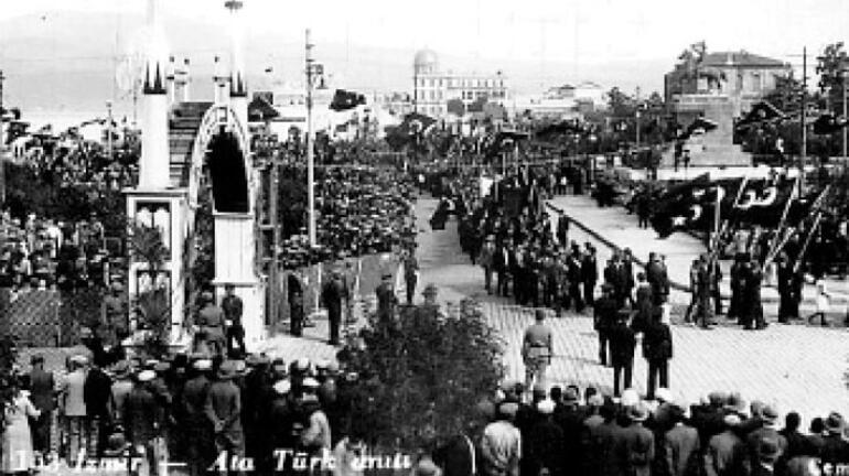 Atatürk'ün ardından İzmir'deki ilk bayram
