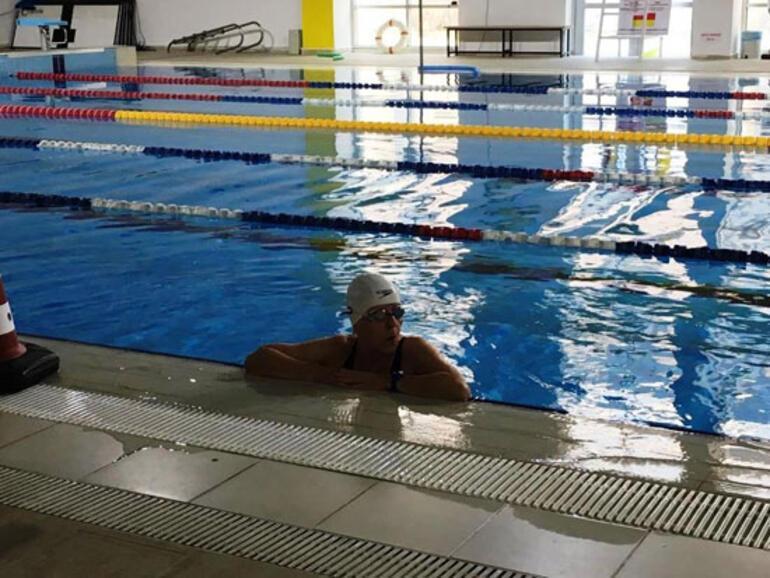 İzmirde şampiyon kadın yüzücü evinde ölü bulundu
