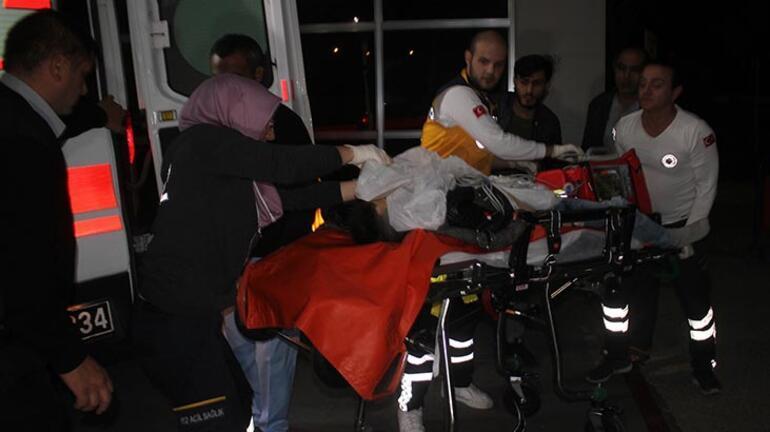 Öz oğlunu göğsünden bıçakladı Ambulansta kalbi durdu...