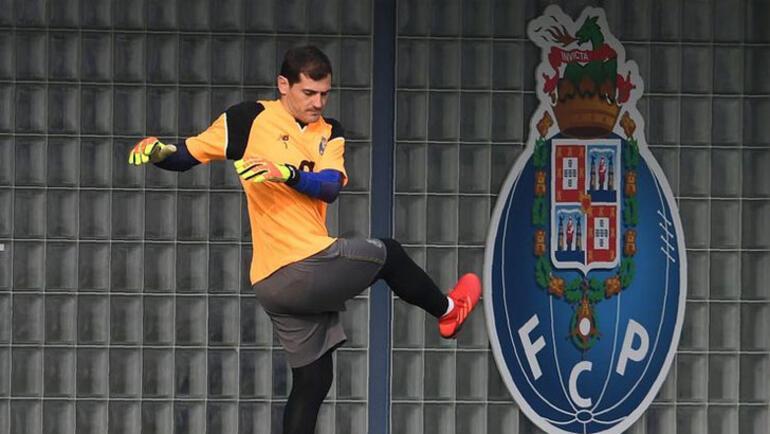 Iker Casillas yeşil sahalara döndü