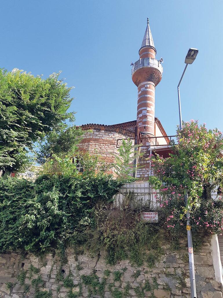 Tarihi caminin duvarları delik deşik