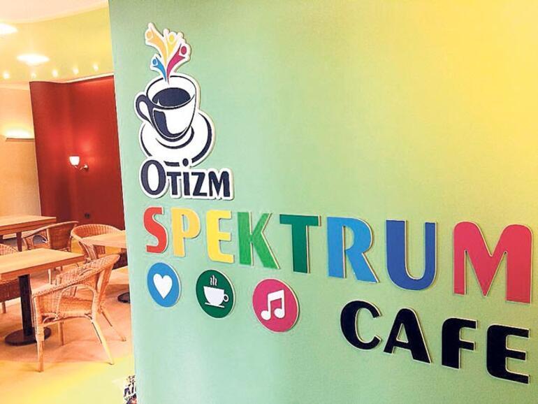 Otizmli çocuklar 'kafe'de serviste