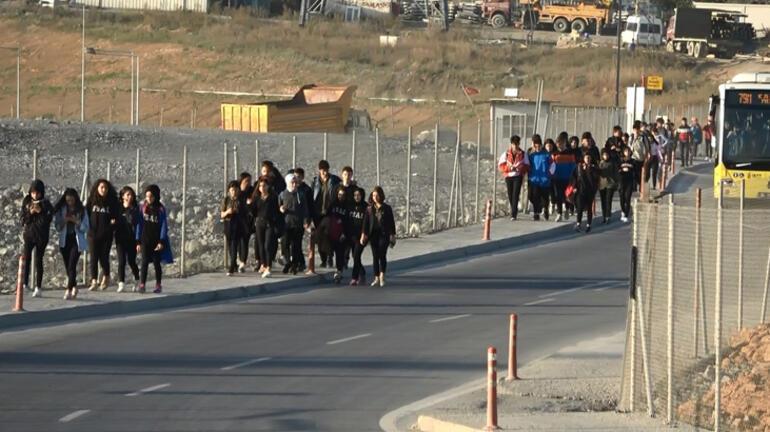 Burası İstanbul 4 farklı lisenin öğrencileri kilometrelerce gidiyor