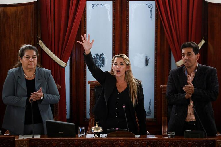 Bolivyada son durum Kendini başkan ilan etti