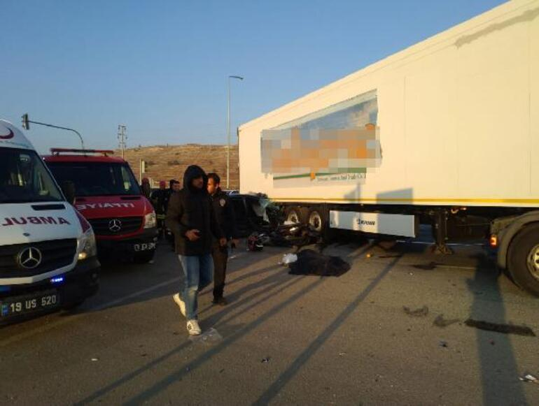 Otomobil, TIRın altına girdi: 3 ölü, 1 yaralı