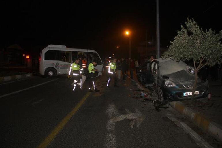 Sürücü minibüsten fırladı Kaza anı anbean kaydedildi