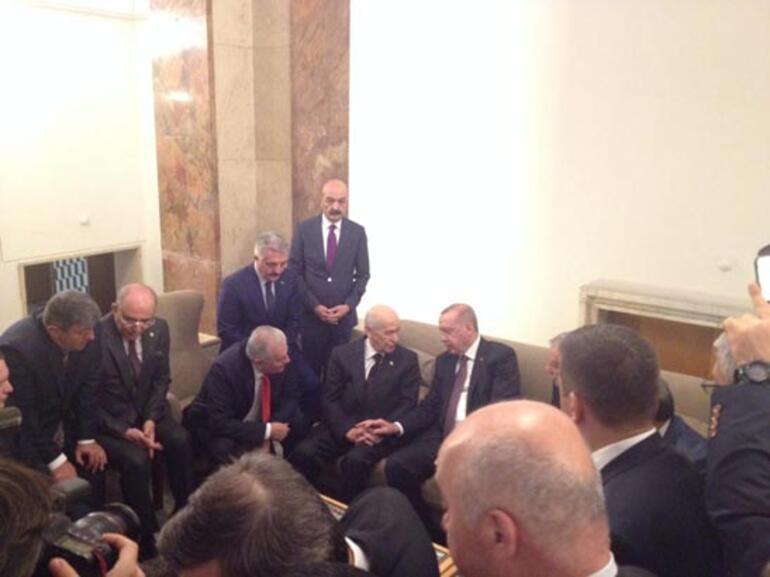 TBMMde sürpriz görüşme Cumhurbaşkanı Erdoğan ile Bahçeli bir araya geldi