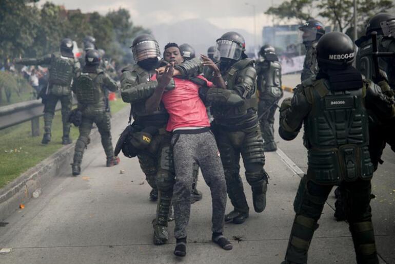 Kolombiyadaki genel grevde çok sayıda gösterici gözaltında