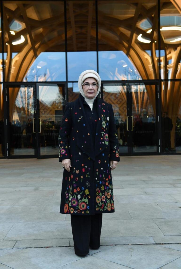 Cambridge Camisindeki serginin ilk ziyaretçisi Emine Erdoğan oldu