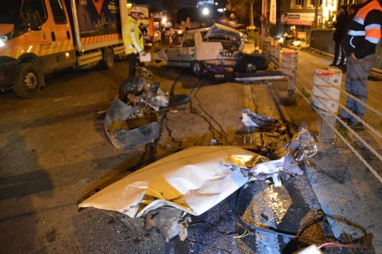 İstanbulda gece yarısı feci kaza Araç hurda yığınına döndü