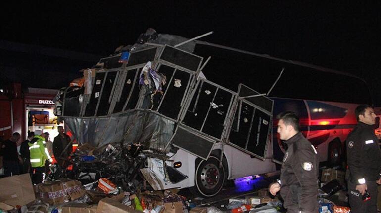 Son dakika | Düzcede otobüs ile TIR çarpıştı: Çok sayıda ölü ve yaralı var
