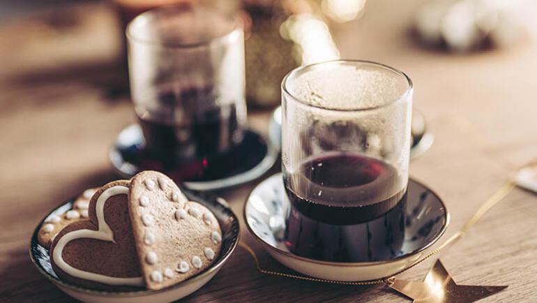 Kuzey Avrupanın içinizi ısıtacak yılbaşı içeceği: Glögg