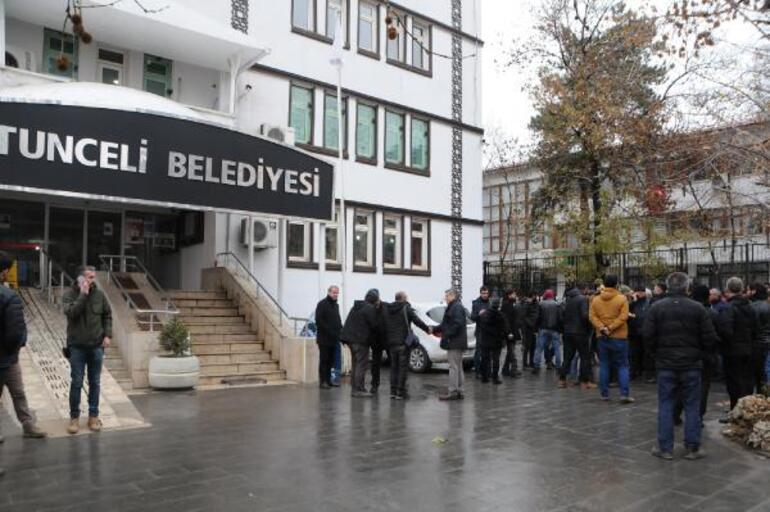 Tuncelide belediye ile minibüsçüler arasında 25 kuruş krizi