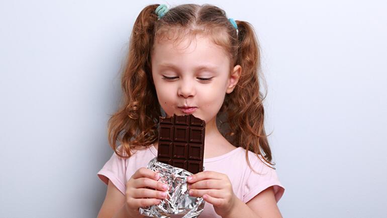 Çikolata yedikten sonra çocuğunuzun başı ağrıyorsa dikkat