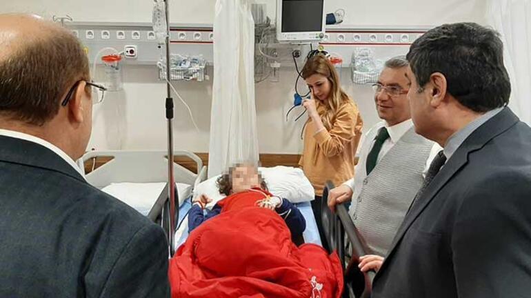 Nizipte öğrenci servisi, otomobil ile çarpıştı: 16 yaralı