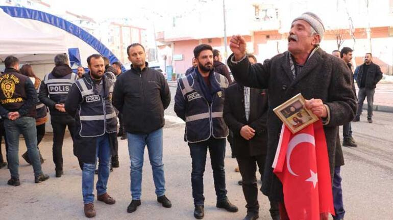 Evladı kaçırılan babadan HDPye Türk bayraklı tepki