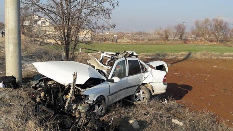 Araç hurdaya döndü Sürücü ağır yaralandı
