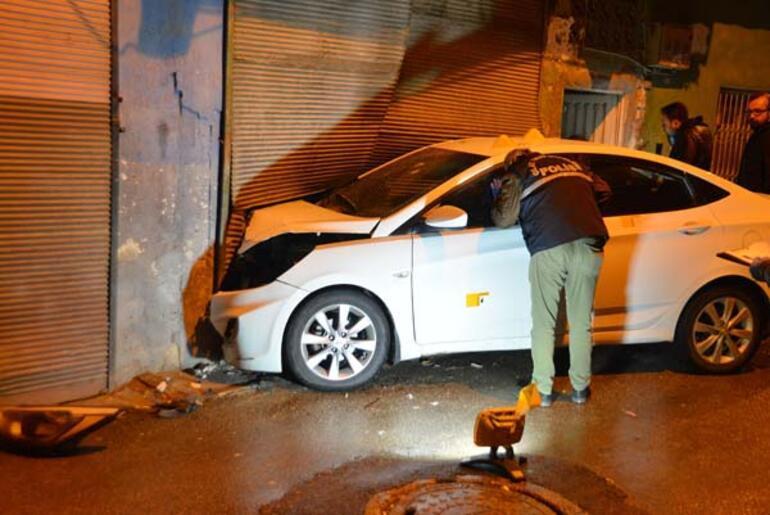 Seyir halindeki otomobilde silahla başından vuruldu ile ilgili görsel sonucu