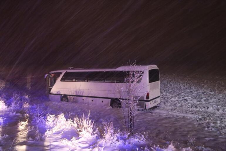 Sivasspor altyapı oyuncularını taşıyan otobüs yoldan çıktı Yaralılar var...