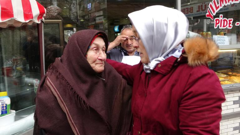Yaşlı annesinin cüzdanını çaldığını öne sürdüğü kadını böyle yakaladı