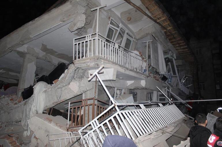 Son dakika haberi Bir mucize daha... Elazığda depremin ardından bu sabah enkazdan çıkarıldı