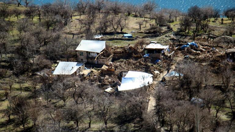 Elazığda 6,8 büyüklüğünde depremde o köydeki evlerin tamamı etkilendi