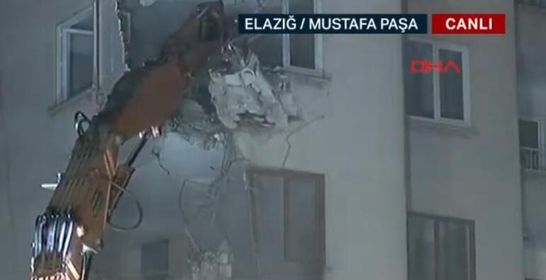 Anons yapılmıştı... Elazığdaki riskli binanın yıkımına başlandı