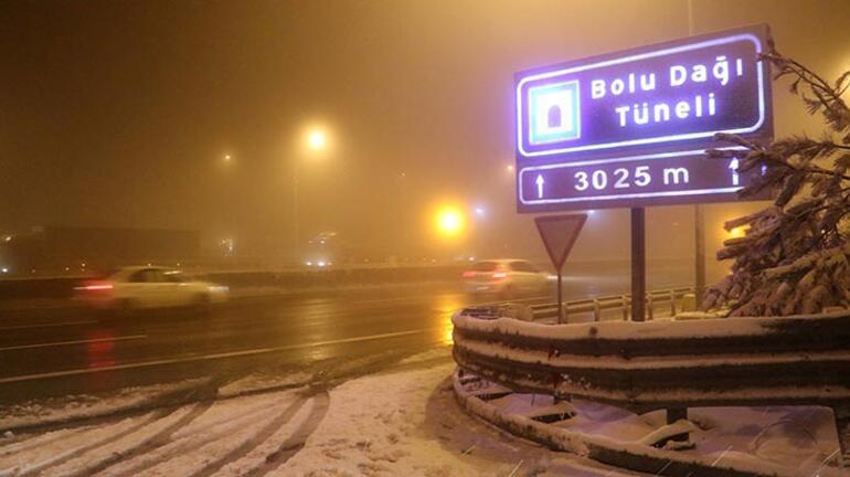 Ulaşıma kar engeli Yolda kaldılar