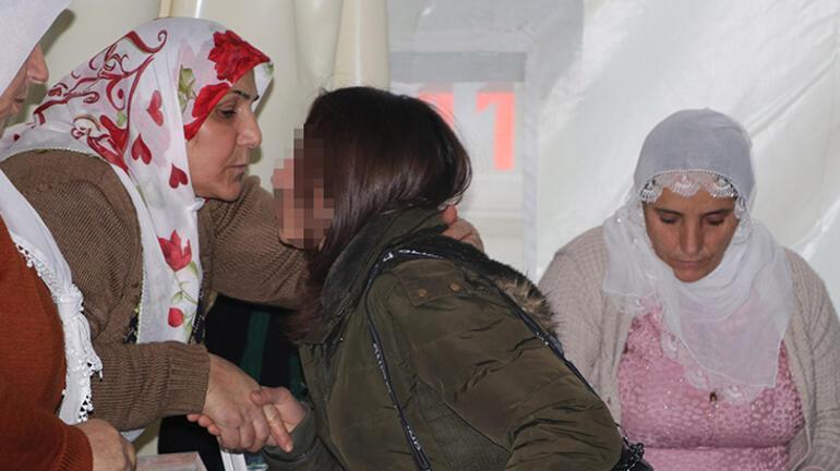 Teslim olan PKKlı, HDP önündeki ailelere yaşadıklarını anlattı