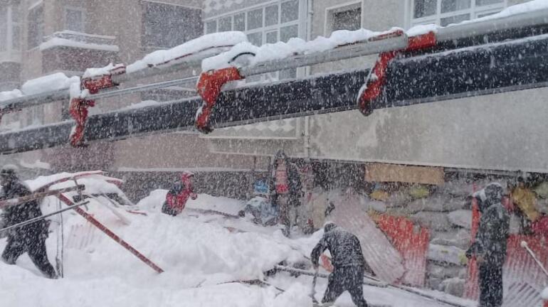 Artvinde pazar yerinin çatısı çöktü 1 yaralı