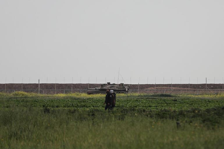 İsrail askerlerinden Filistinlinin naaşına insanlık dışı uygulama