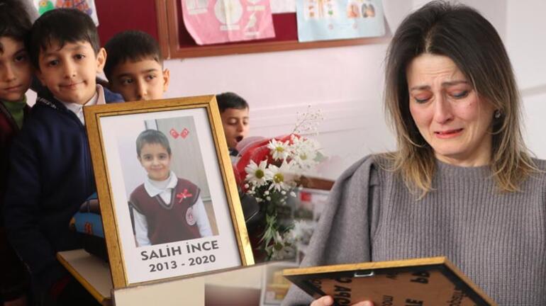 Depremde hayatını kaybeden öğrencisi için gözyaşı döktü