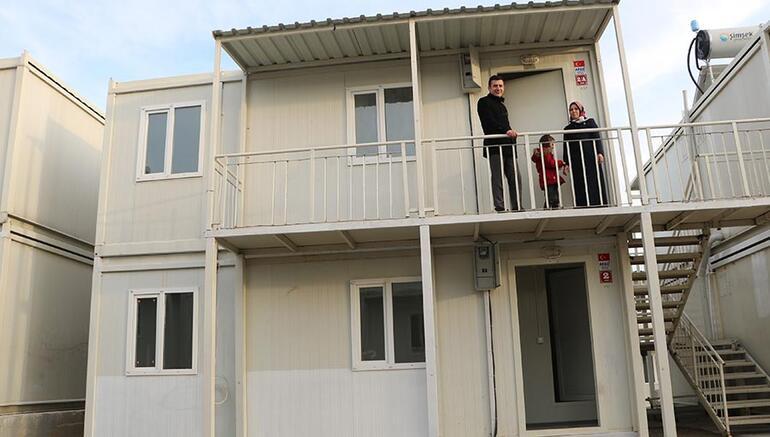 Çift katlı konteyner evlerin anahtarları teslim edilmeye başlandı