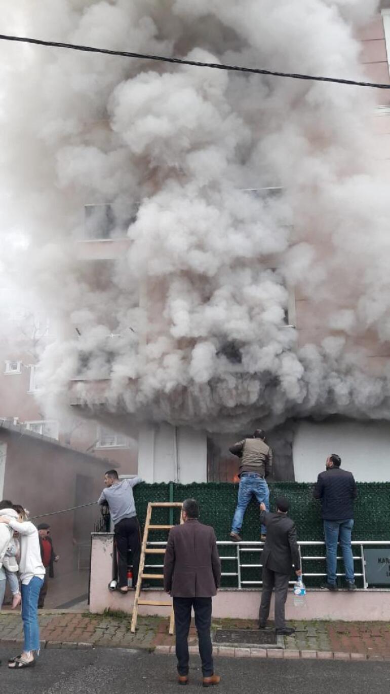 Sancaktepede üç katlı binanın giriş katında yangın